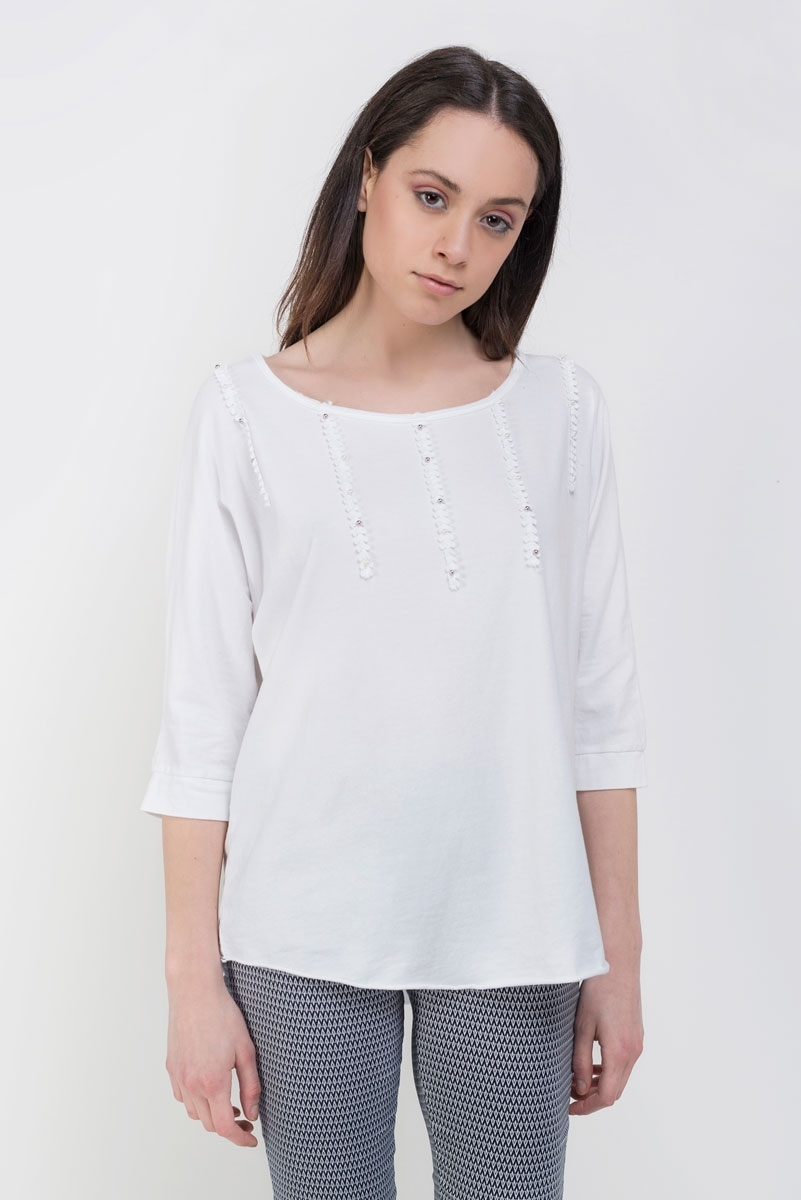 White t-shirt with pearls