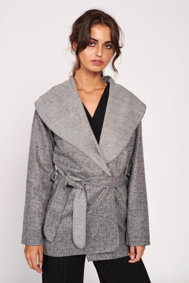 Abrigo corto con cinturón