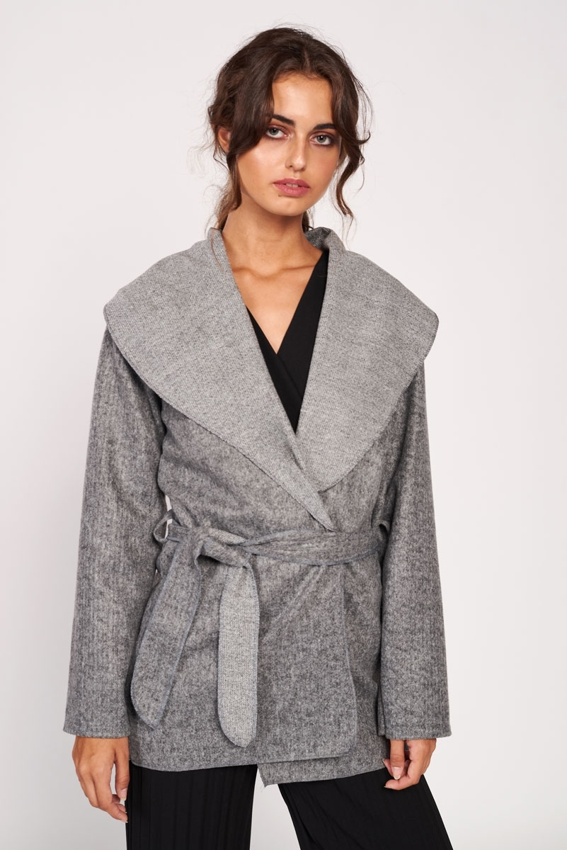 Short coat with belt