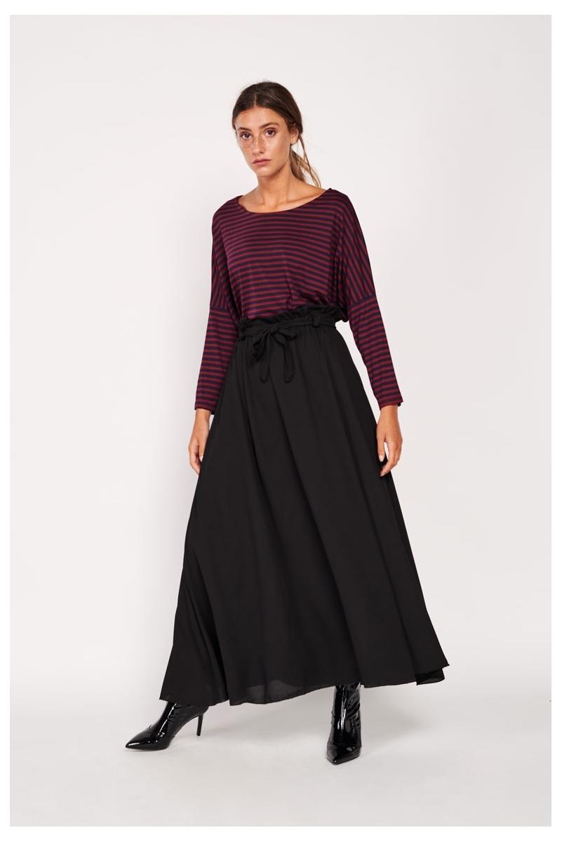 Fluid long skirt with bow