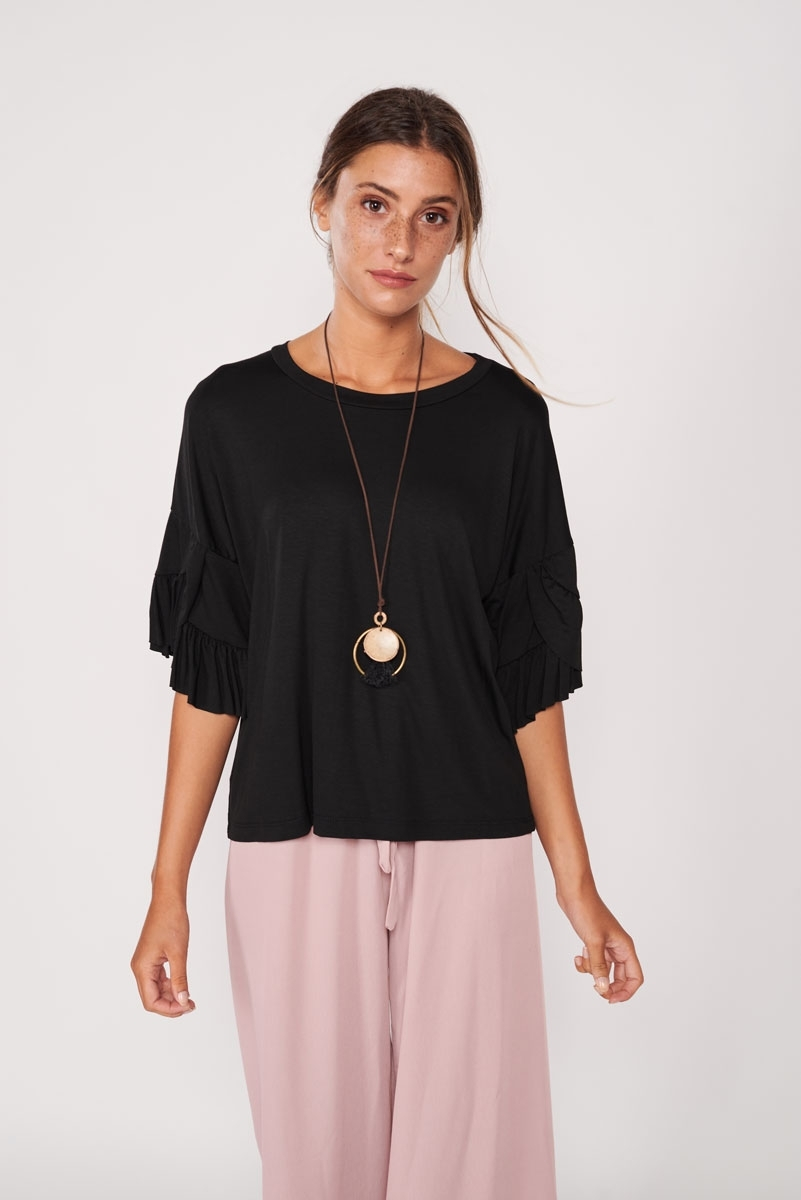 Ruffled blouse with collar
