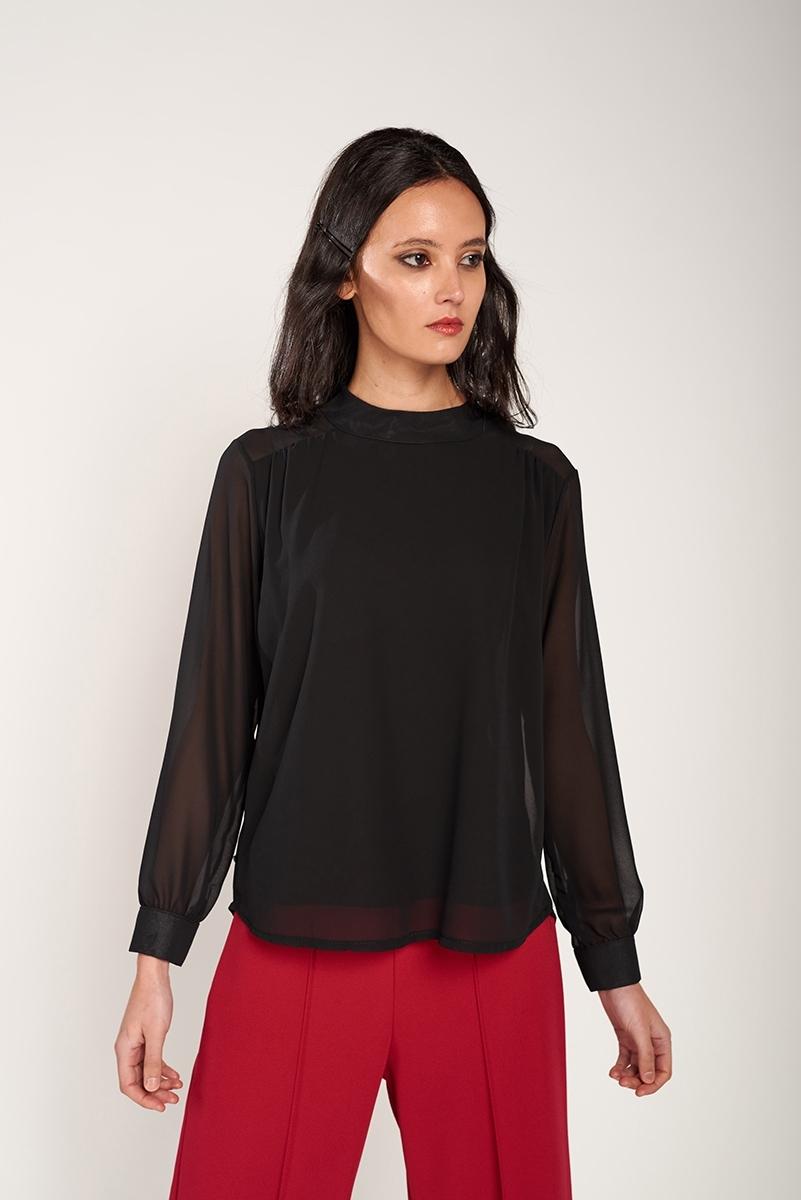 Blusa semitransparente cuello