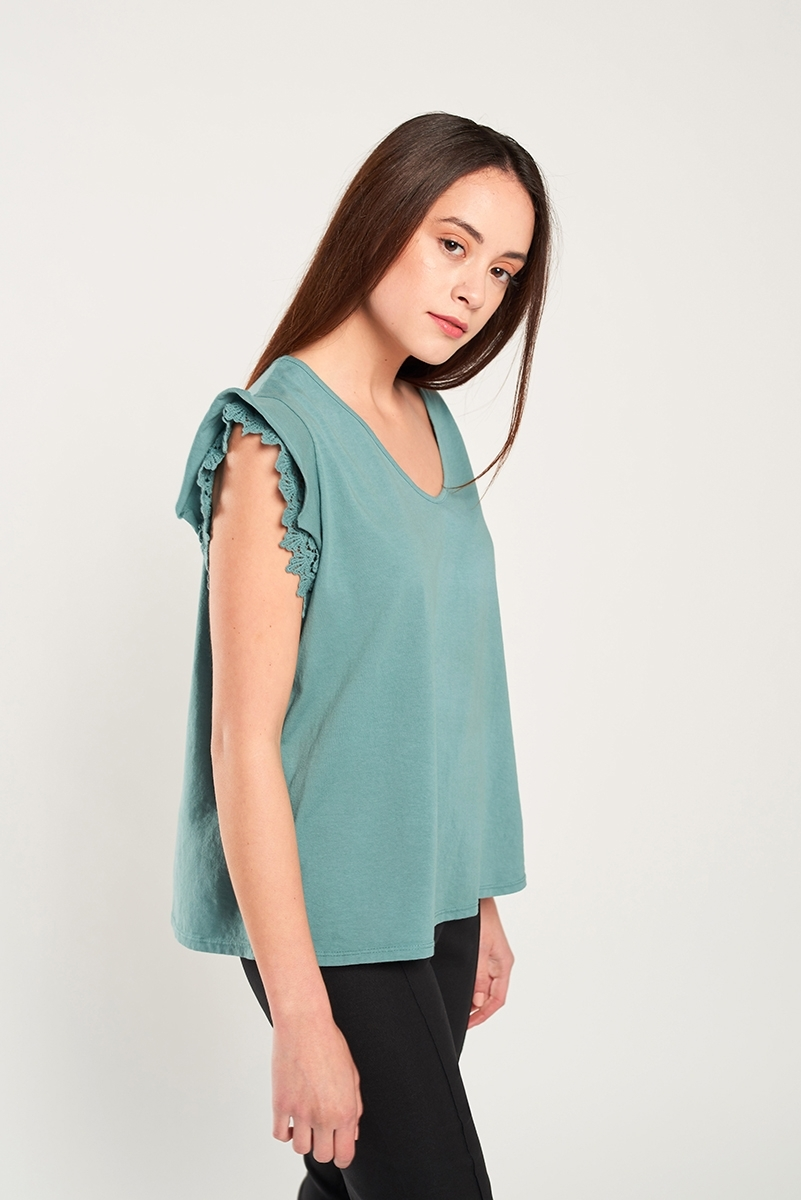 Shoulder embroidered applique shirt