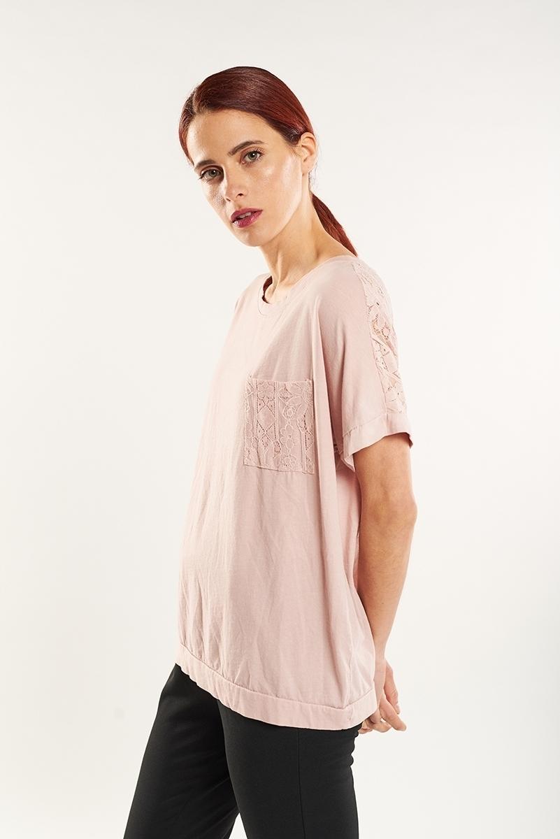 Camiseta bolsillo bordados espalda