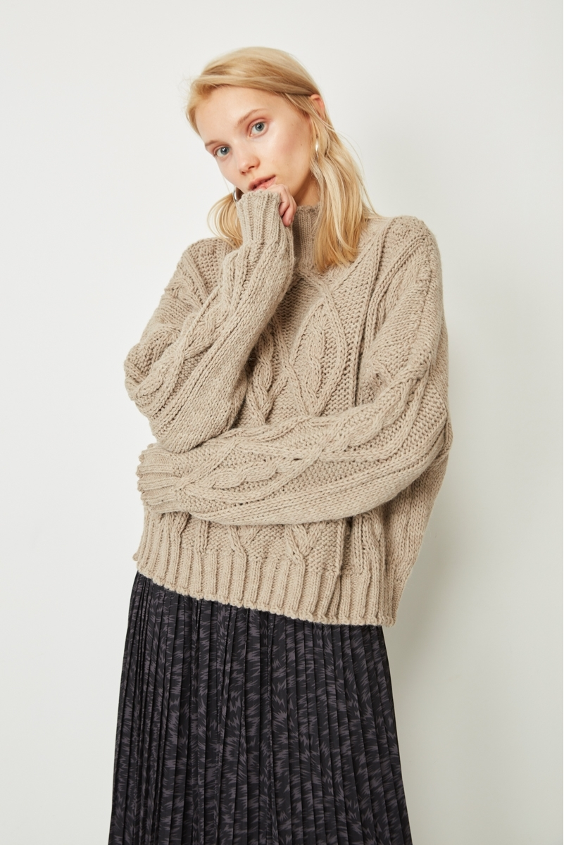 WOOL EIGHT SWEATER