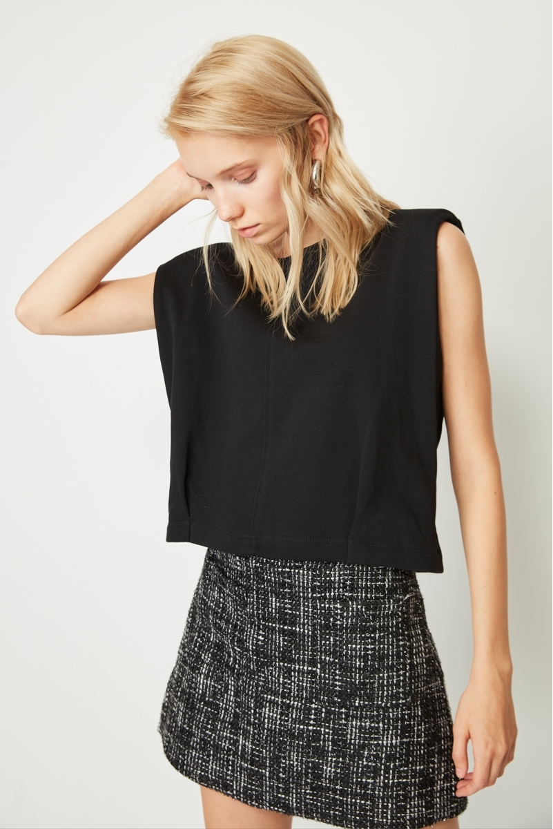 TOP CROPPED SHOULDERS